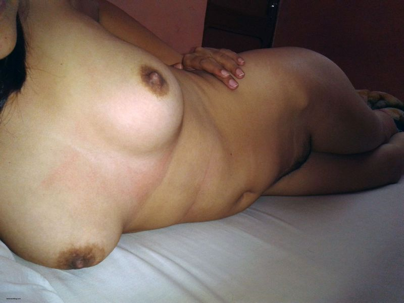 indian girlfriend stripping naked showing tits pussy and choot pics 2