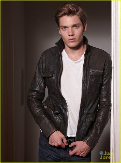 Dominic Sherwood Modelo Ator Olhos Jace ABC