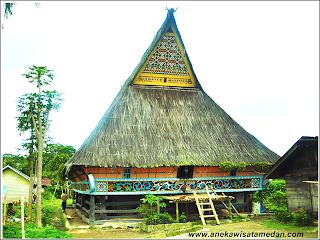 Rumah Adat Karo di Lingga