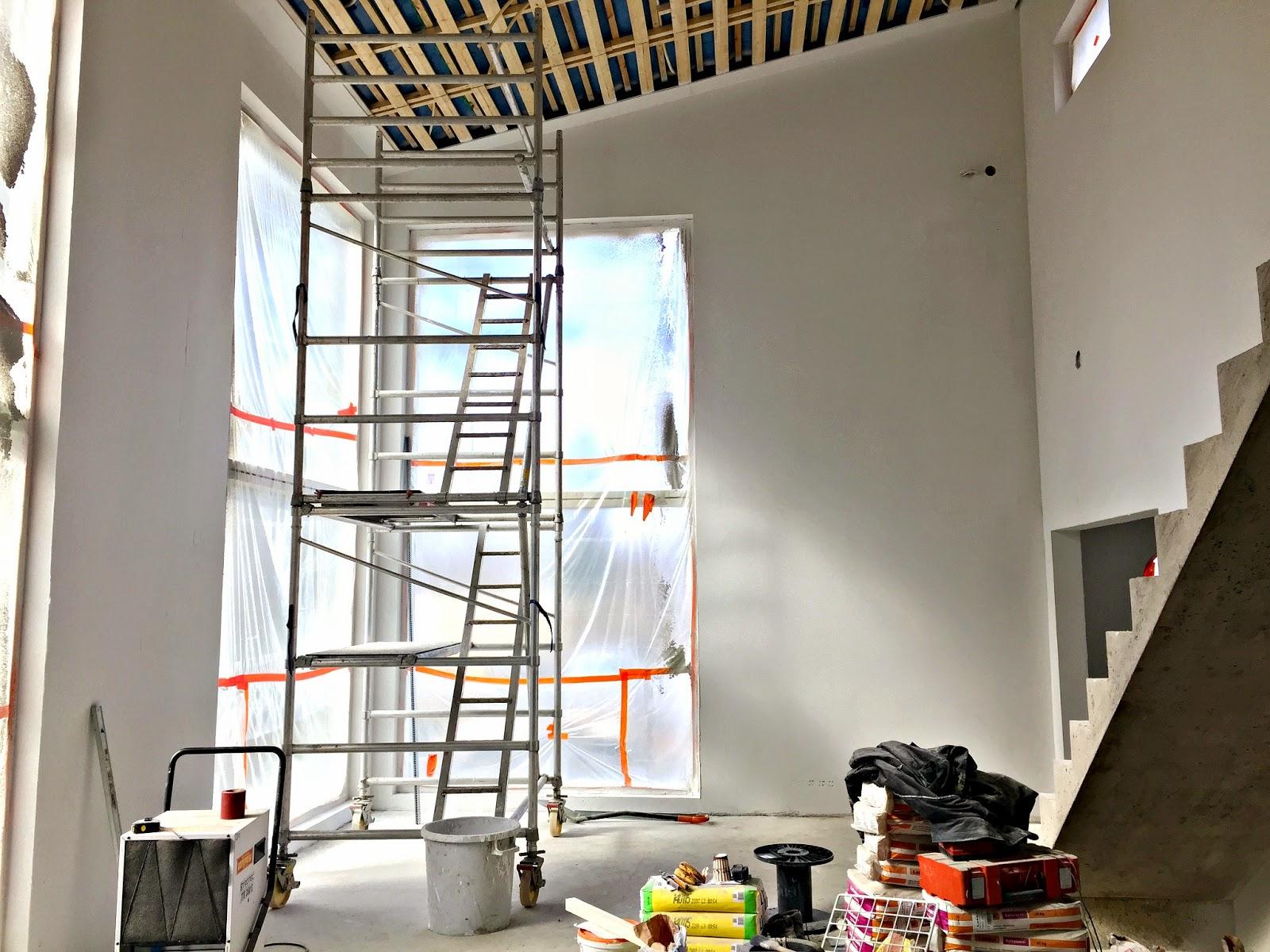 olohuone, kivitalo, pohjamaali, betoniportaat
