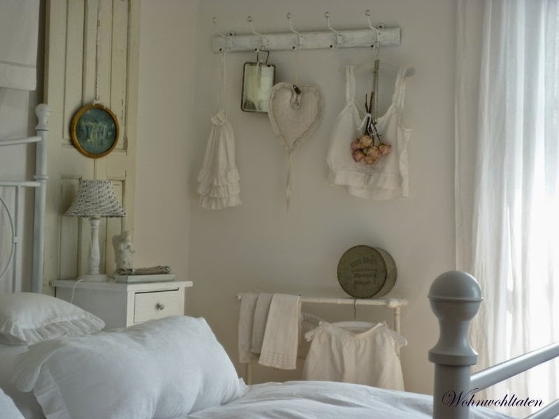 wohnwohltaten der blog blick durch 39 s schlafzimmer. Black Bedroom Furniture Sets. Home Design Ideas