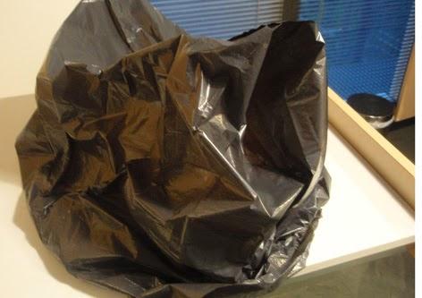 Pan levando tapado con bolsa de plástico
