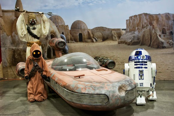 Jawas and R2-D2 at Denver Comic Con, 2014