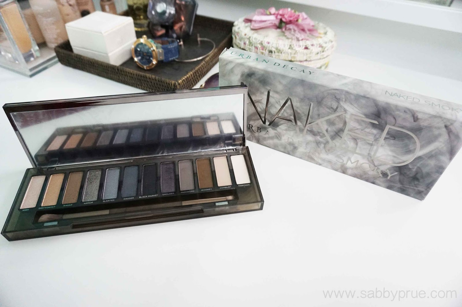 Beauty Review Urban Decay Naked Smoky Eyeshadow Palette The Comprises Of 12 Shimmery Satin And Matte Shades 9 Are New 3 Exclusive Colours Has An