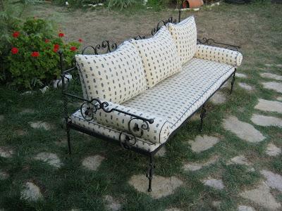 Καναπές κρεβάτι από κάγκελα