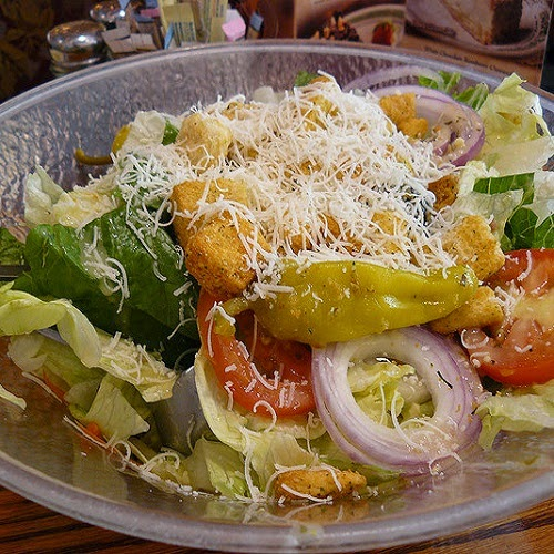 http://secretcopycatrestaurantrecipes.com/olive-garden-salad-and-dressing-recipe/