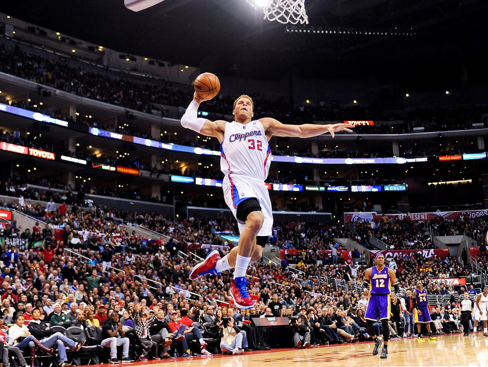 Basketball Slam Dunk Blake Griffin Wallpaper jump goal