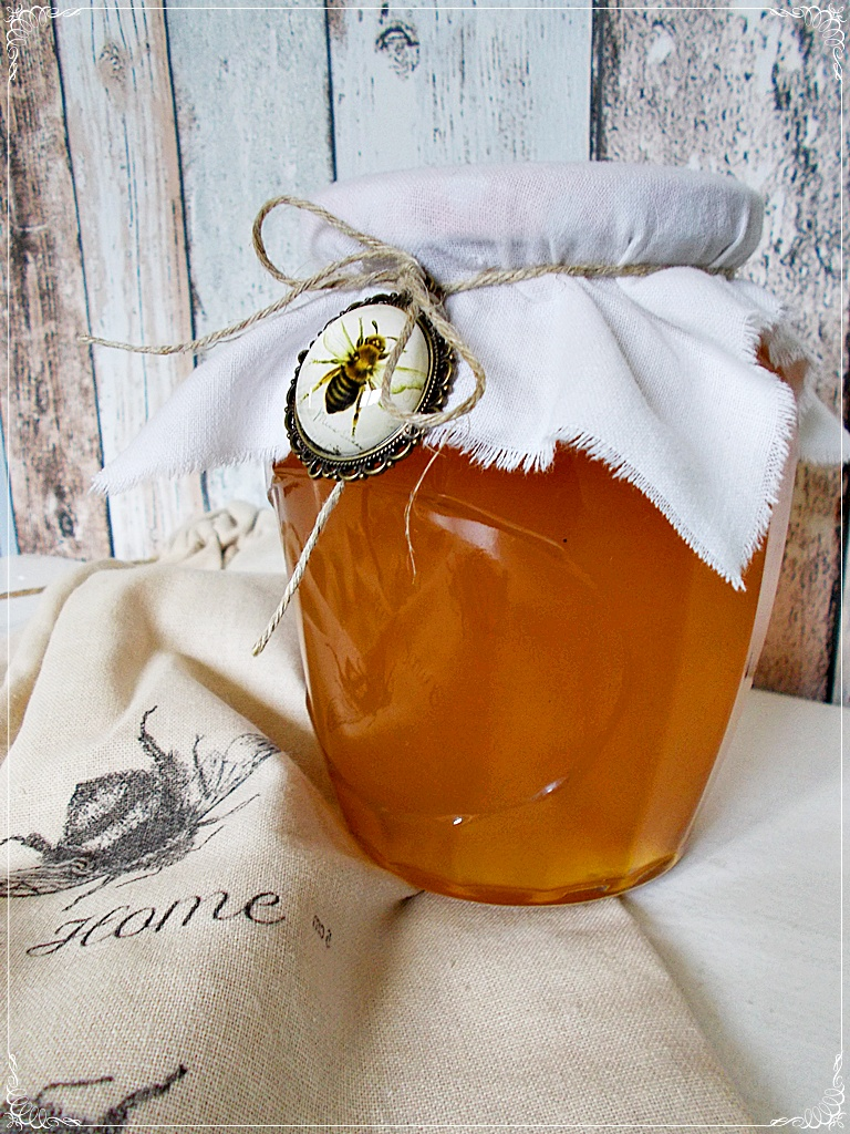 Ekologiczny miód. niedokarmianych pszczół. Zamówienia przyjmujemy na : piecuchowo@gmail.com