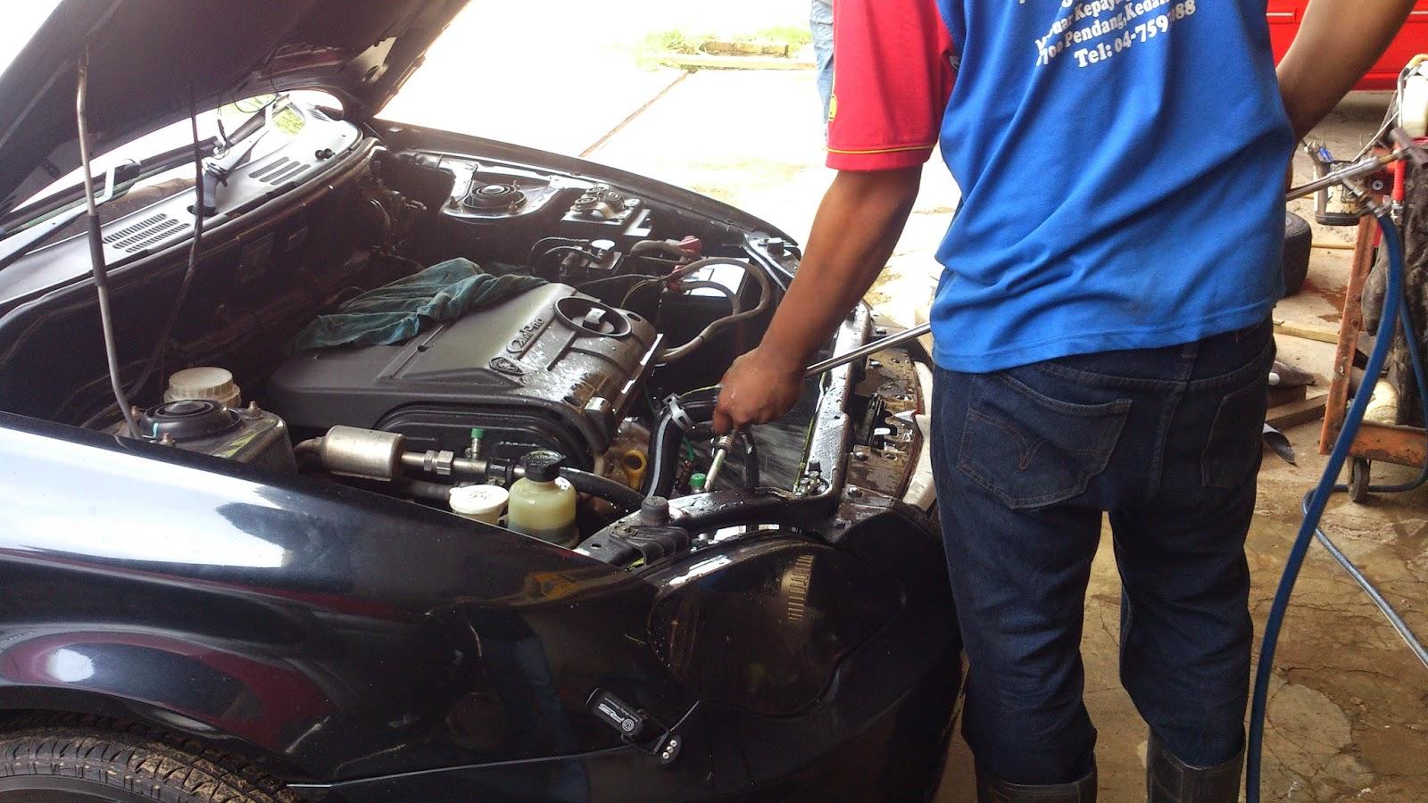 Coolant sebanyak dua botol digunakan untuk menggantikan coolant lama yang telah kering enjin dihidupkan dan suhu dipantau selama 20 minit