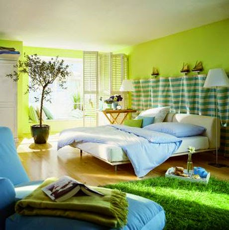 natural bedroom design using green rugs and indoor plant