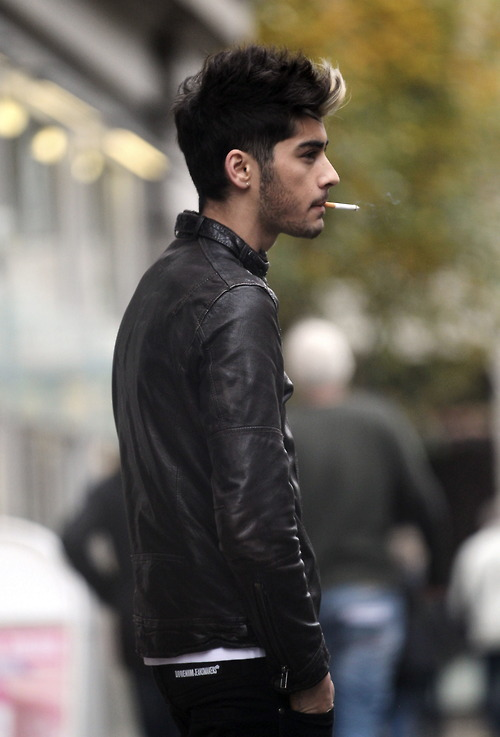 Zayn Malik S Smoking Pics One Direction Photos