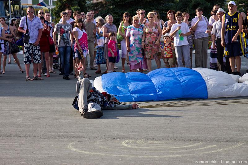 Неудачное приземление. Шоу парашютистов. День города в Саранске