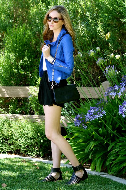 Personal style blogger-Personal style blog- fashion blogger- Golden Divine Blog- Leather Jacket- Zara Strappy Sandals-Prada Sunglasses-Tory Burch Purse