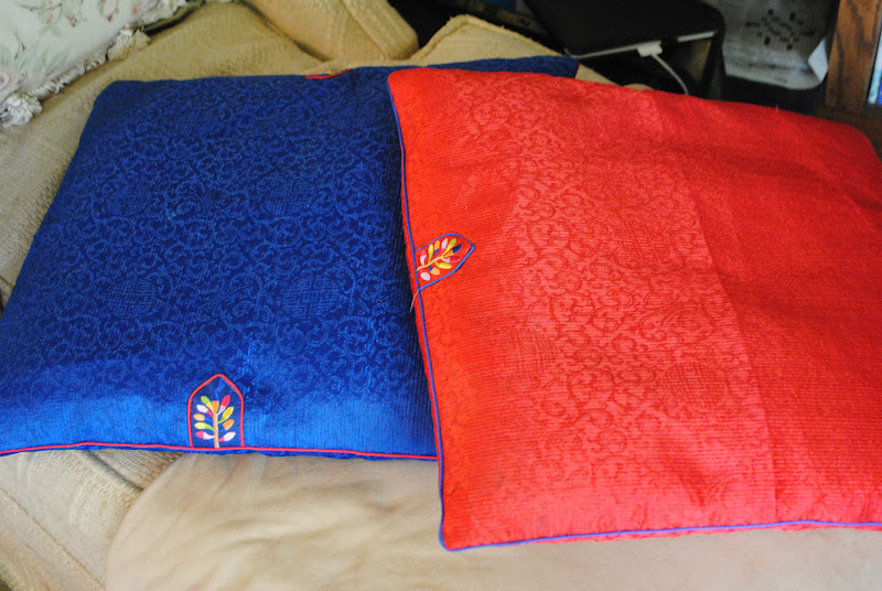 Korean Floor Pillows : Aslan s Tent Through the Wardrobe Page 2