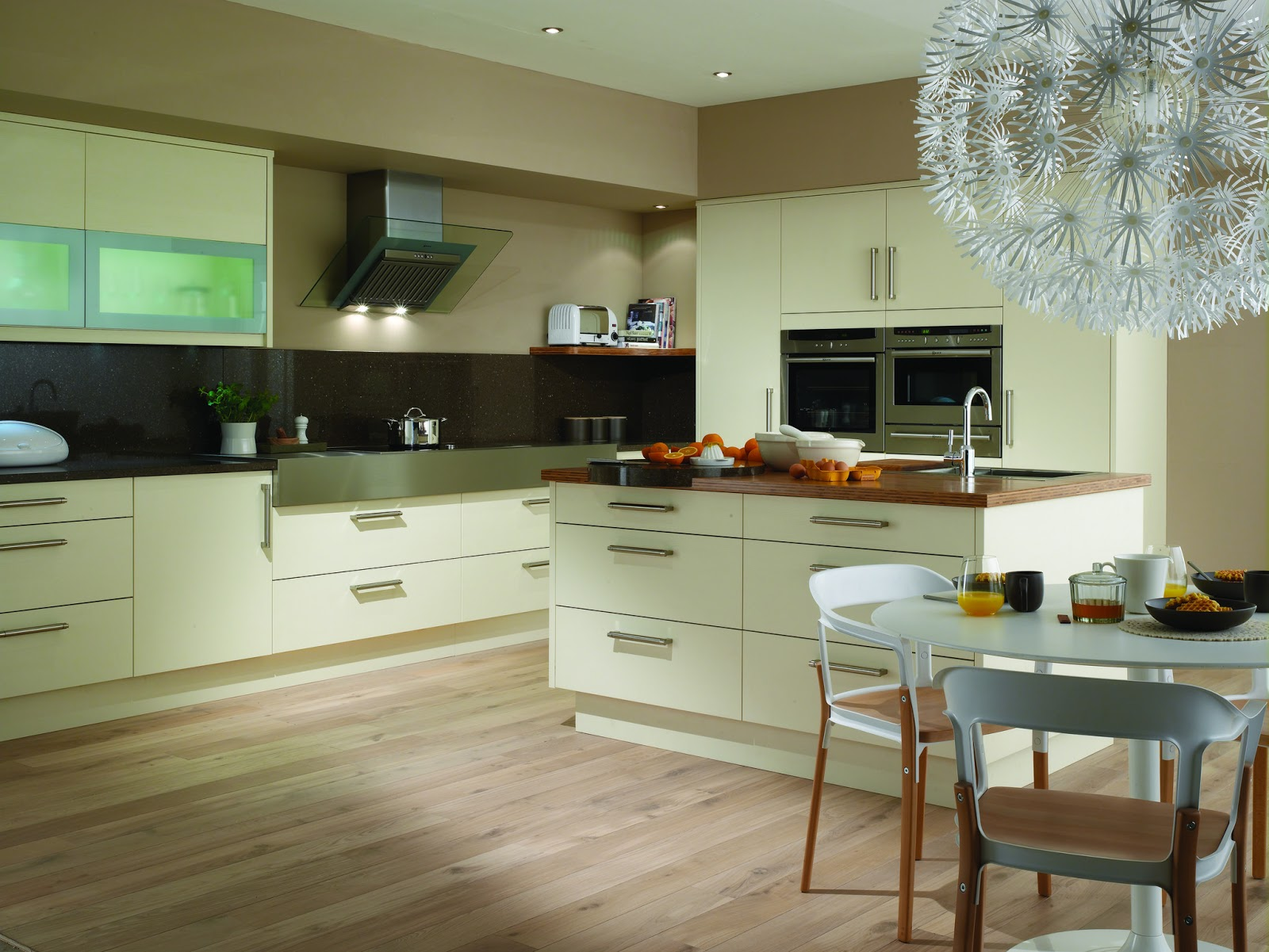 casi todos los hogares tienen en sus cocinas instaladas una mesa y sillas para poder desayunar comer y cenar cmodamente de esta manera no tendremos que