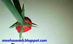 langkah cara membuat bunga mawar dari kertas 9