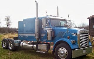2003 Freightliner Classic Semi Truck
