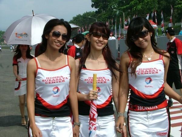 Kerja Spg Sales Promotion Girl Rokok Terbaru 2011 Black Slalom Parkit