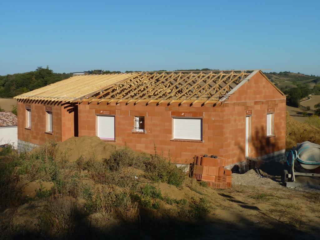 Notre 1ere maison 7 charpente et couverture for Tuiles pour toiture maison