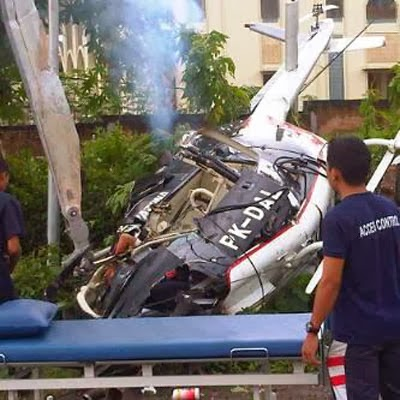 http://dangstars.blogspot.com/2013/12/helikopter-jatuh-di-kabanjahe-sumut-1-tewas.html
