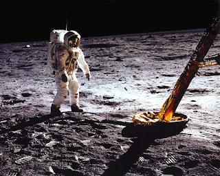 Pisadas De El Primer Hombre En La Luna Al Lado Del Modulo Lunar