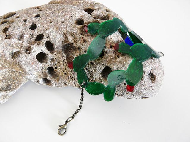 Bracelet cactus en plastique dingue