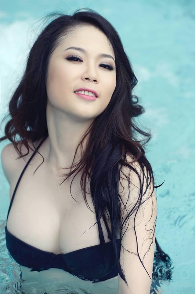 Tít mắt đường cong Julia Nguyễn 10