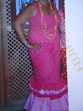 traje rosa