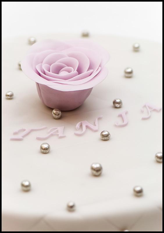 Perle cake diamnond pattern sclose up on perla