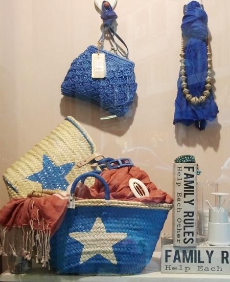 Bolso rafia, cestas estrella y fular azules