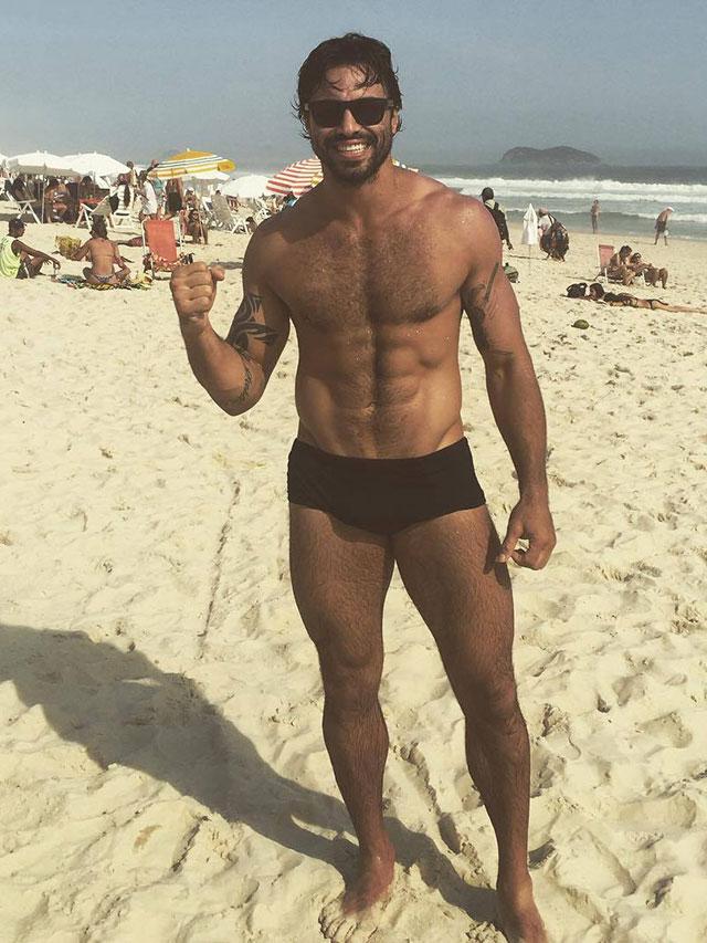 Diego Galante, Campeão Brasileiro de Jiu-Jitsu, mostra o corpo sarado na praia da Barra da Tijuca, no rio. Foto: Arquivo pessoal