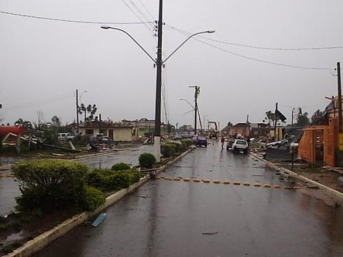 tornado_em_muitos_capes__rua_central.jpg
