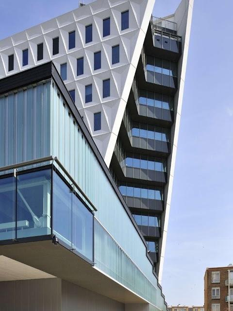 06-Municipal-Office-Leyweg-by-Rudy-Uytenhaak