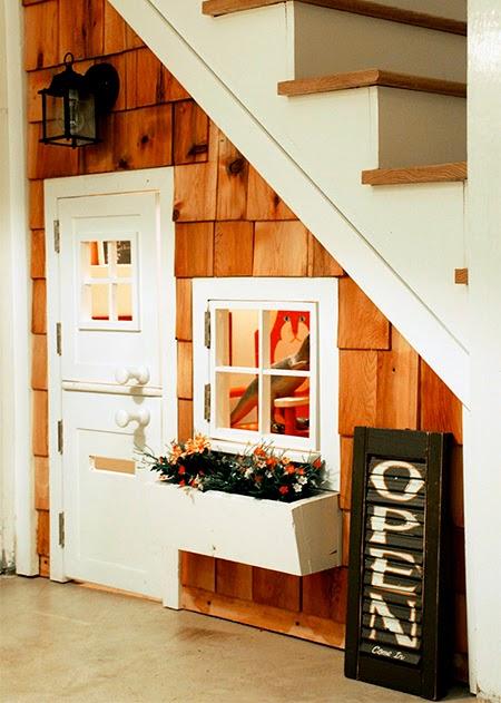 casinha de boneca embaixo da escada