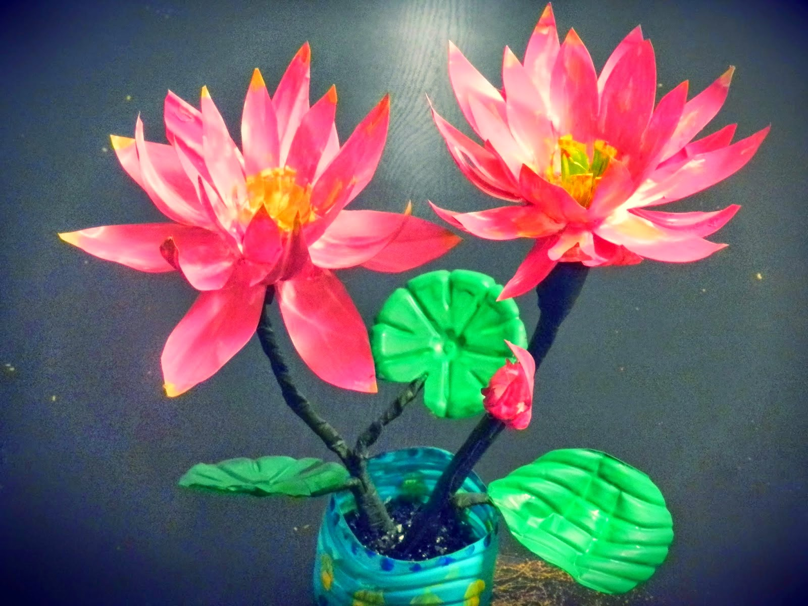 Recycle 39 flower 39 craft with plastic bottle ideas arts for Recycled flower art