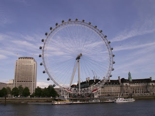 the london eye millennium wheel from the ground