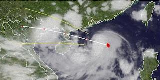 Taifun KAI-TAK (HELEN) zieht an die Grenze China / Vietnam, Fluglinie airline Flug gecancelt, Kai-Tak, Helen, Sturmwarnung, aktuell, Hongkong, China, Hainan, Vietnam, Taifunsaison 2012, August, 2012, Satellitenbild Satellitenbilder, Vorhersage Forecast Prognose,