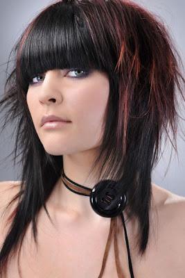 lo general el capeado de este tipo de peinados suele ser en forma de