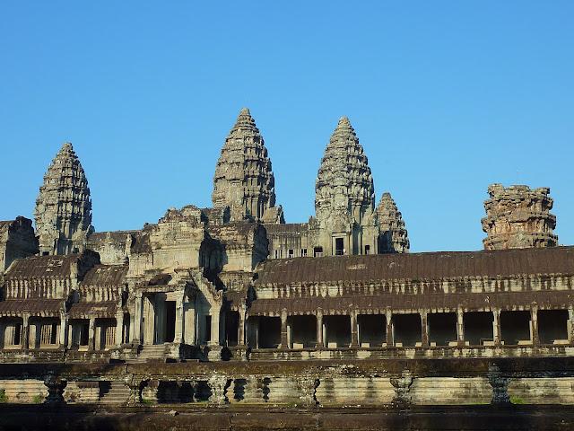 http://www.photodharma.net/Cambodia/01-Angkor-Wat/01-Angkor-Wat-Temple.htm