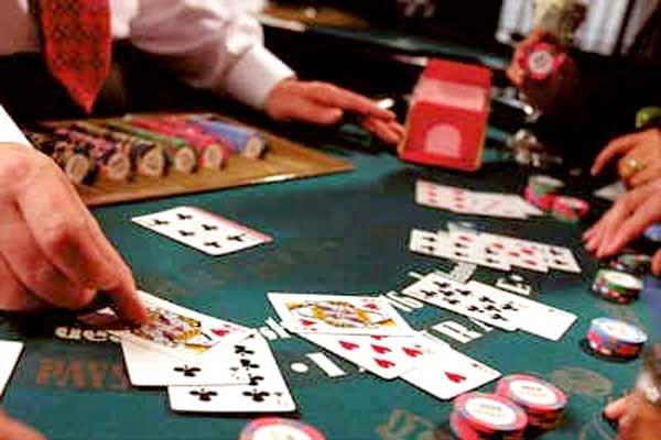 bermain dengan koin kecil di kasino genting