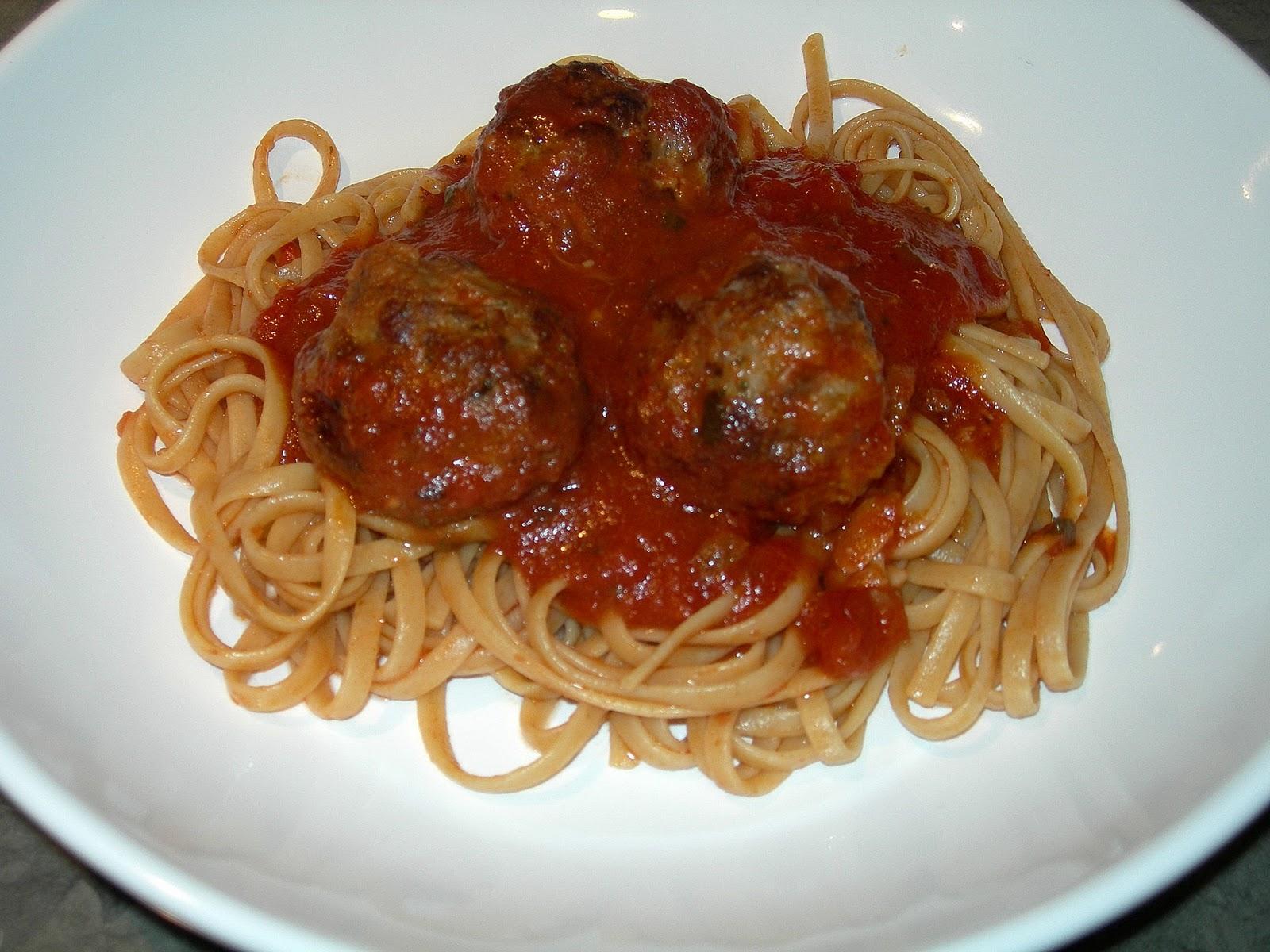 Mangia e Taci: Spaghetti and Meatballs - An Italian-American Classic