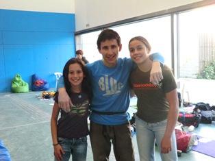 Ramon con dos divas, Oli y Maria en la zona de aislamiento