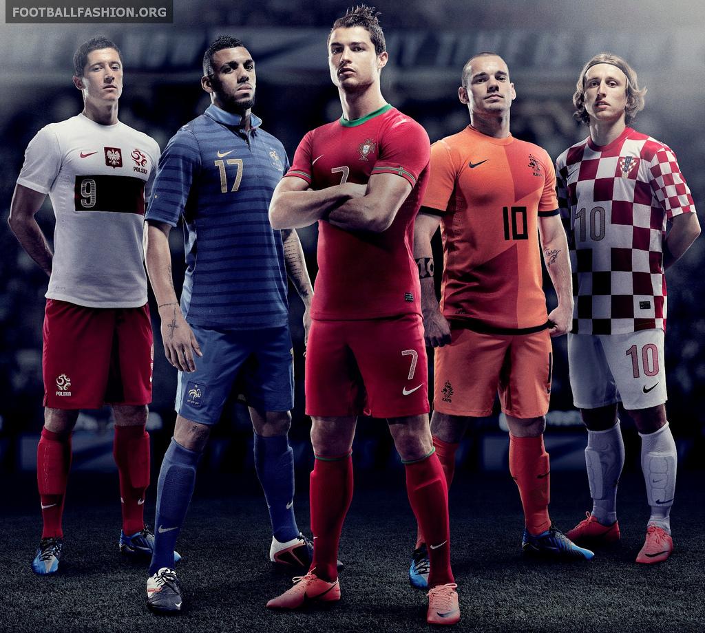 http://4.bp.blogspot.com/-0RWy64KPFoQ/T7aXd1wN71I/AAAAAAAAE2A/WvoNHPjPyPk/s1600/Nike+Euro+2012+Kits.jpg
