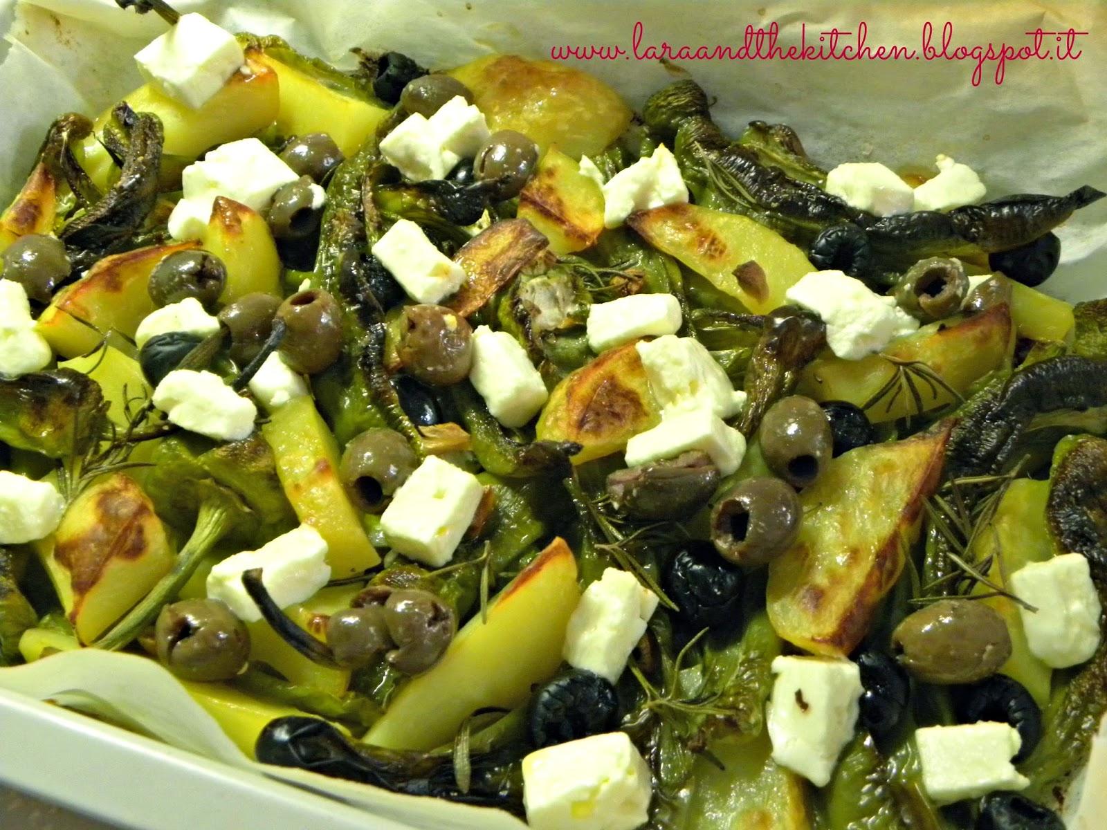 friggitelli al forno con patate,olive e primo sale