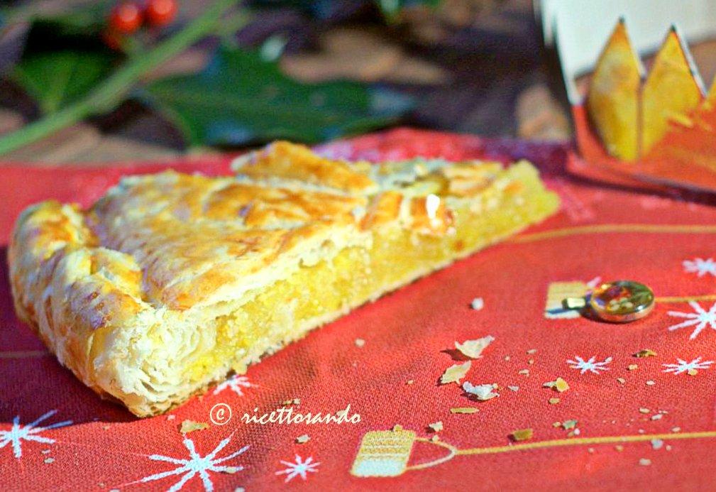 Galette des Rois ricetta dolce con frangipane , all'interno si inserisce una fava