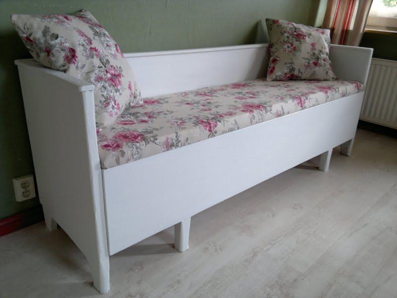 Svart Kokssoffa : En so fin soffa  song fron borjan av 1900talet Vitmolad och