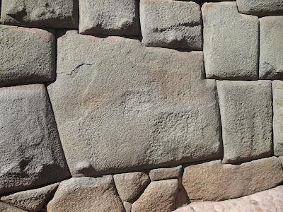Piedra de los 12 lados