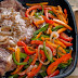 Συνταγή της ημέρας - Κρασάτες μπριζόλες με πιπεριές και άλλα