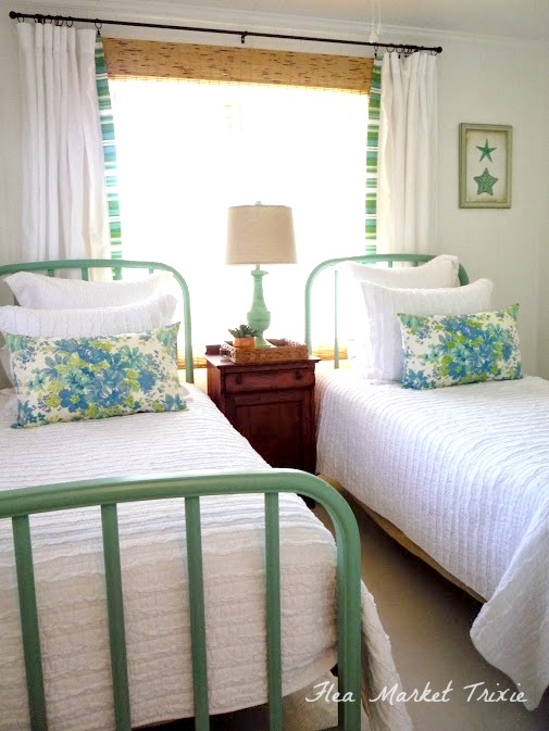 Flea market trixie beach cottage twin bedroom for Small bedroom ideas double bed