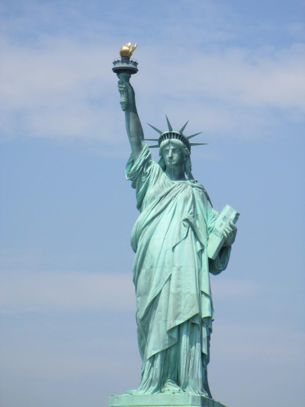 La estatua de la libertad y la isla del gobernador nueva for Interior estatua de la libertad